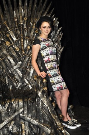Мэйси Уильямс ( Maisie Williams)